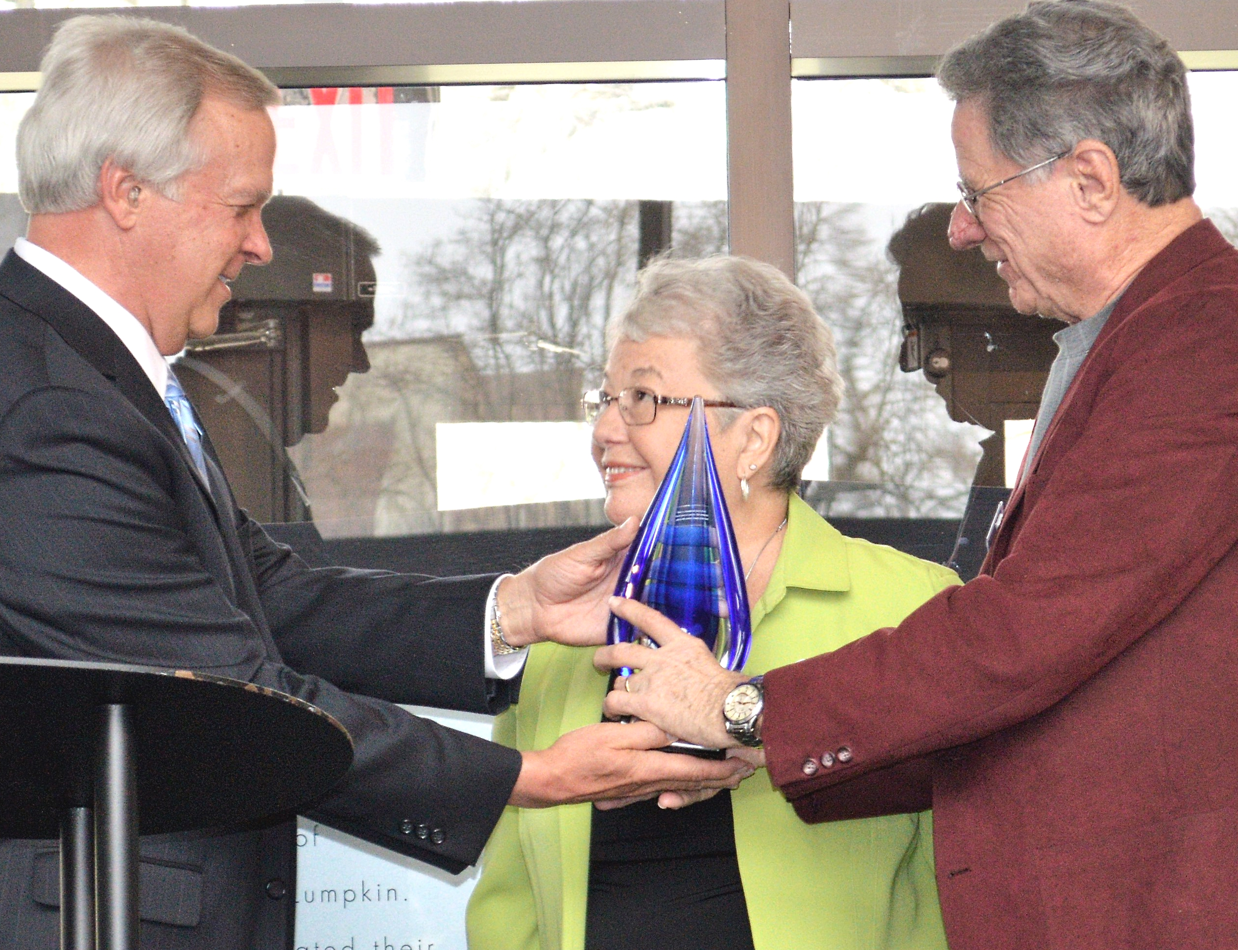 18cdc080c11 (LEFT) EIU Foundation President Tim McCollum presents the 2017 Burnham and  Nancy Neal Outstanding Philanthropist Award to Dr. Harry and Gladys Frost  at the ...